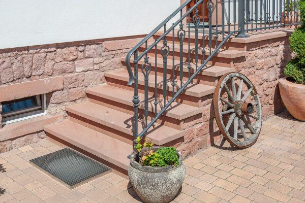 Restaurierte Sandsteintreppe