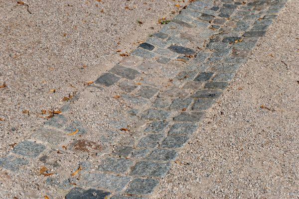 Ablaufrinne aus Granit-Pflaster